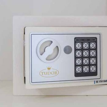 cassaforte elettronica camera del bed and breakfast