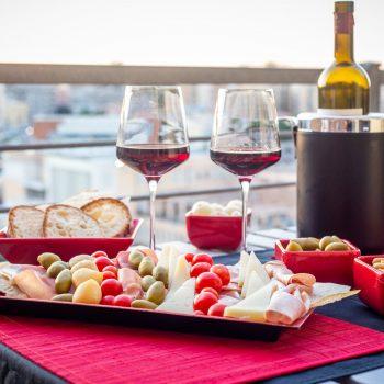 bed-and-breakfast-centro-A-View-on-Cagliari-tagliere in camera